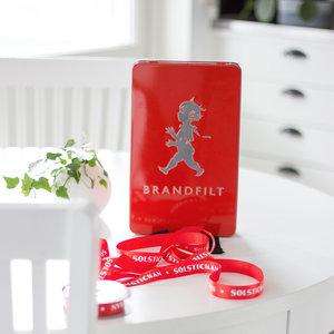 Solstickan röd designad brandfilt